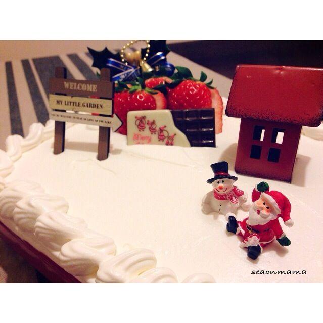 今日は夫様が再び発熱。 更にチビーズはお稽古のうえに喧嘩ばかりで母が雷をどかーーんと落とし時間がなく雑なスコップケーキに…。  いつもの丸いケーキではなかったのでチビーズは「やったー!クリスマスじゃないのにケーキだって!」とクリスマスケーキと認識せず。 世の中そんなに甘くないですよ( ̄(工) ̄) どんなに雑だろうとこれはクリスマスケーキです。  そんな今日の晩御飯は、ローストビーフ、サラダ、スマイルポテト、ピザ、ポトフでした。 - 128件のもぐもぐ - スコップケーキでクリスマスケーキ。 by seaonmama