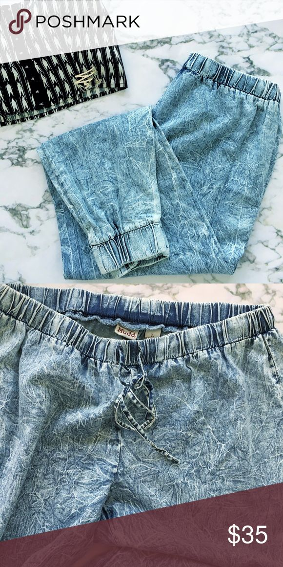 Jean jogger Very light Mudd Jean jogger pants. Acid washed. Very comfy like new condition. True to size L Mudd Pants Track Pants & Joggers