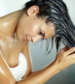 Do you have fine hair like I do?  Reverse hair washing might be the trick we need. #haircare, #beauty #beautytips