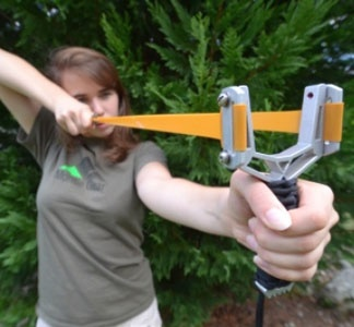 Y-Fork Slingshot >> What fun!Monty Gears, Outdoor Survival Zombies, Guns Bows, Survival Gears, Yfork Slingshot, Aluminum Plates, Zombies Apocalyps, Y Forks Slingshot, Gears Slingshot