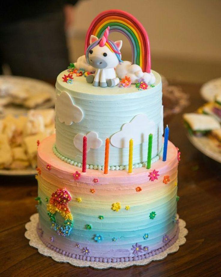 Festa Unicórnio. As cores usadas nas festa unicórnio são as cores do arco-íris, porém em um tom mais suave lembrando as candy colors.
