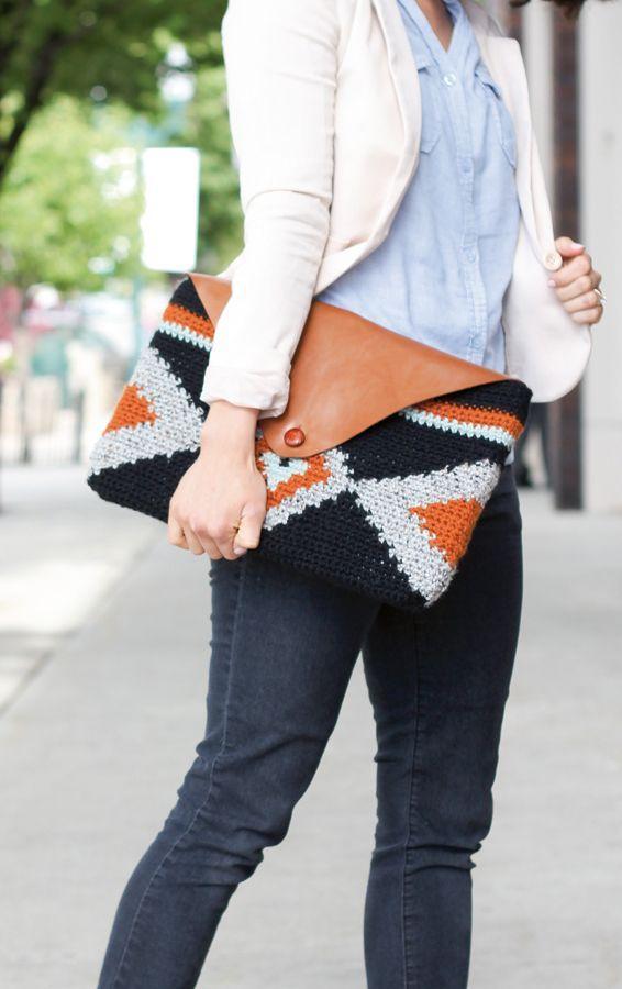 Crochet clutch pattern con video | Mollie Makes issue 43 ✿⊱╮Teresa Restegui…