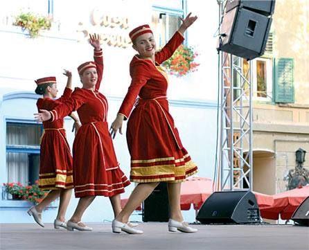 Festivalul Strada Armeneasca: 2-4 august Postmodern.ro