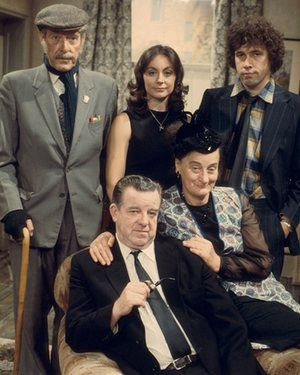Robin Bailey as Uncle Mort, Anita Carey as Pat Partingdon, Stephen Rea as Carter Brandon, John Comer as Les Brandon and Liz Smith as Annie Brandon in I Didn't Know You Cared