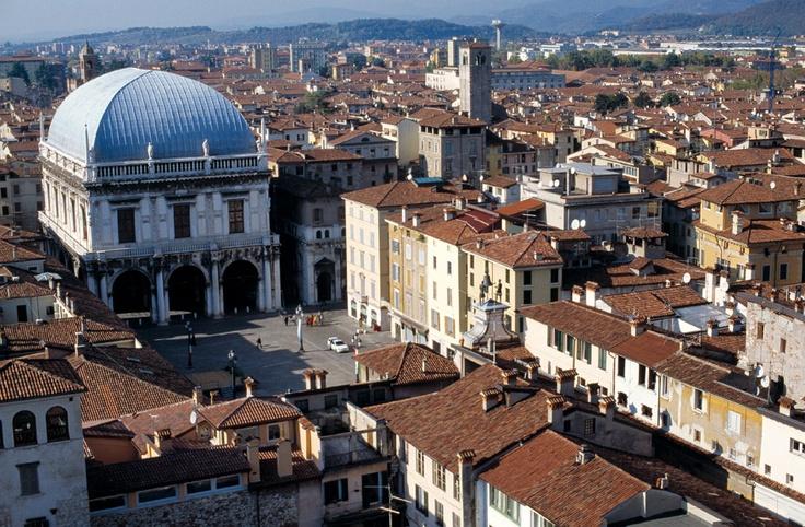 PIAZZA DELLA LOGGIA It is the most beautiful square in Brescia and was inaugurated in 1433.
