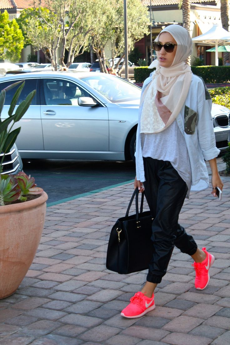 Velascarves. Lovin' those hot pink Nikes and that I-don't-curr attitude. #hijab