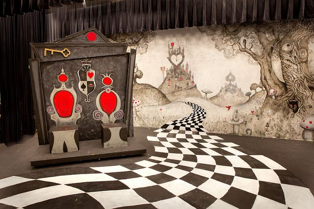 What a gorgeous set <3 alice in Wonderland Court room scene | Alice in Wonderland Set | Flickr - Photo Sharing!