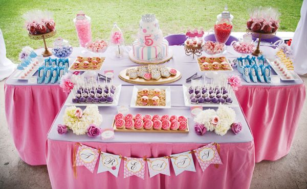 Crazy pretty sweets table!! Using themes from Disney Princesses (Cinderella's slippers (white candy balls in a blue paper shoe), Snow White's apples (caramel apples), Ariel's clam shells (cookies), Belle's roses (cookies), Jasmine's pearlized gumballs! AMAZING!!!!!