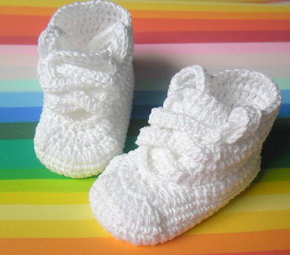 Tênis em crochê Baby Confeccionado em linha 100% algodão Possui palmilhas em e.v.a Um modelo bem despojado para o seu bebê ficar na moda  Cor da foto: Branco  Pode ser feito em outras cores e detalhes a combinar por e-mail  Tamanhos 14 - 8cm ( sola ) = 0 a 2 meses 15 - 9cm ( sola ) = 2 a 4 meses 16 - 10cm ( sola ) = 4 a 6 meses 17 - 11cm ( sola ) = 6 a 8 meses R$ 25,00