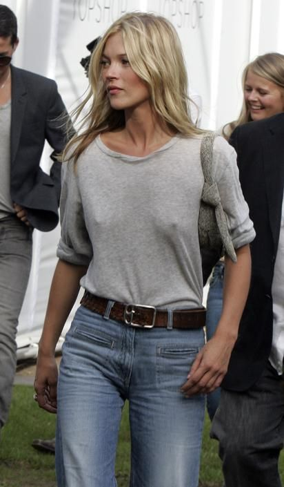 Kate Moss grey T Shirt and jeans simple style