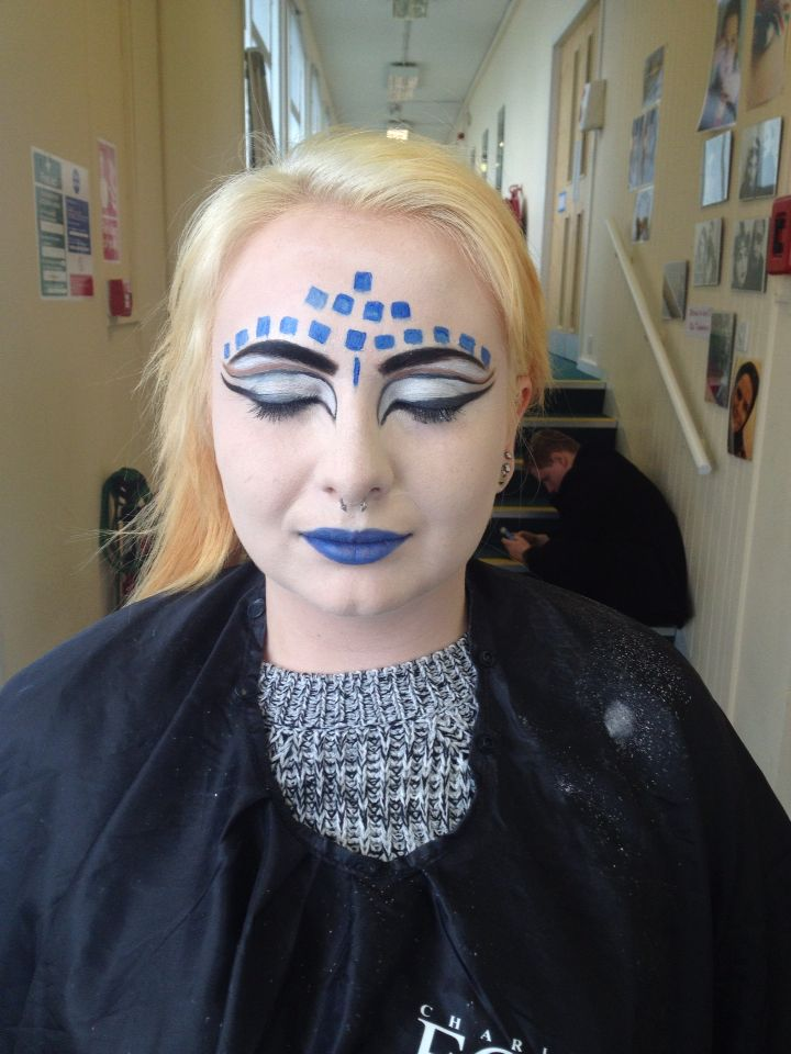 Makeup for the media performing art students