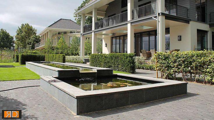 Teo van Horssen   Tuinontwerp verhoogde vijver waterval overloop strakke tuin