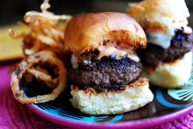 Super Bowl Food: Mushroom and Swiss Sliders with Spicy Fry Sauce #BlindsComWin