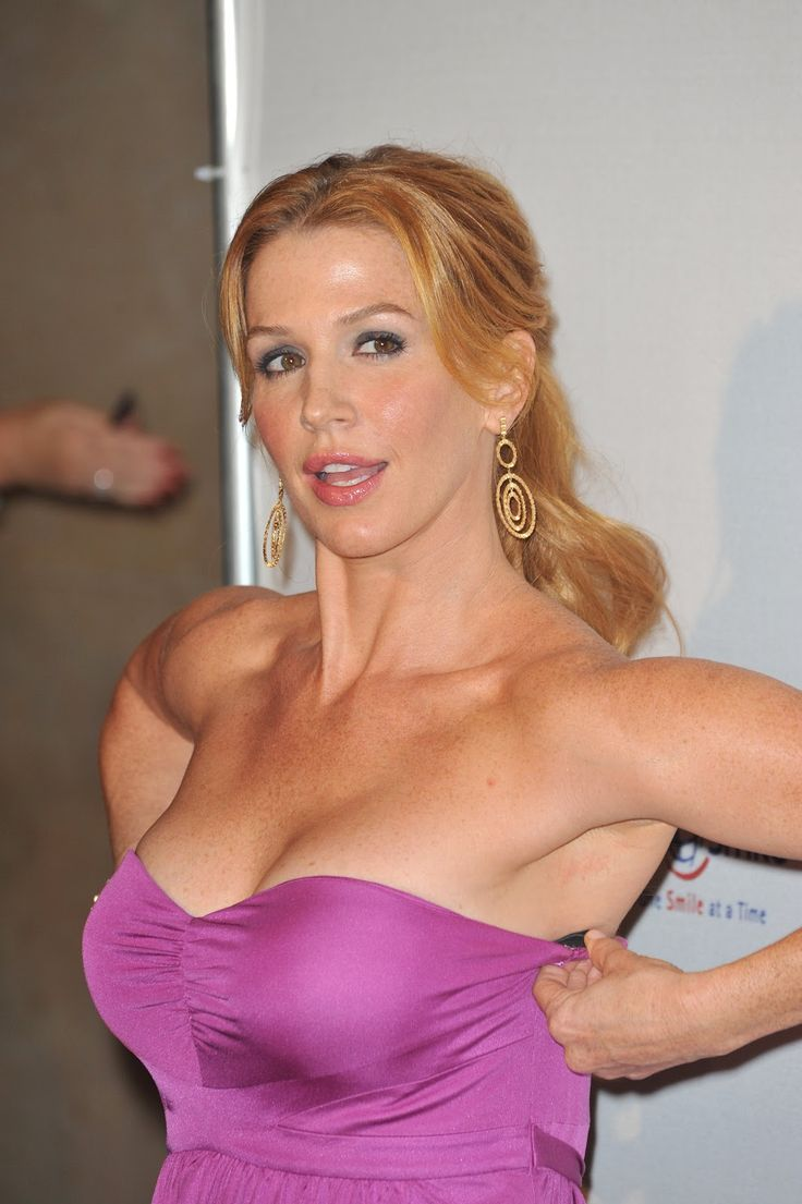 poppy montgomery bare boobs