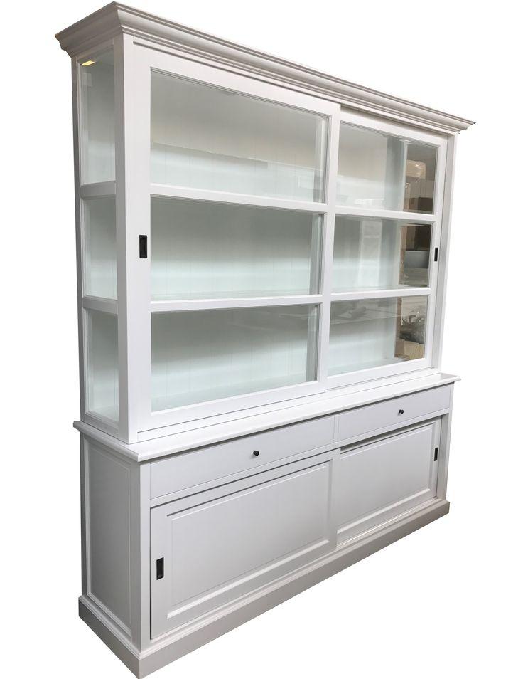 Buffetkast wit extra hoog  Barendrecht  235 x 240cm. Mooie sfeervolle landelijke witte buffetkast met schuifdeuren, diepe brede laden en een paneel achterwand. Deze extra hoge kast is leverbaar in elke RAL kleur en een is een pronkstuk in je interieur.