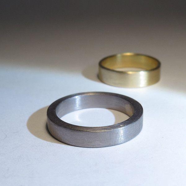 Ringe - klar. gerade. stark. - GRAUGOLD - Herrenring 14k - ein Designerstück von FREUware bei DaWanda