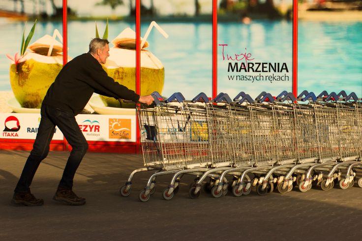 #Poznań #Poznan  #photography  #BW #blackandwhite #bnw #monochrome #instablackandwhite #monoart #insta_bw #bnw_society #bw_lover #street #streetphotography #reklama #kłamstwo #marzenia #wakacje #praca #Fotografia