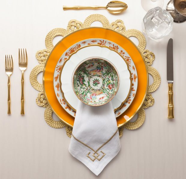 This one I love.... napkin beauty, linen and fret design; chinoiserie plates, Hèrmes orange....