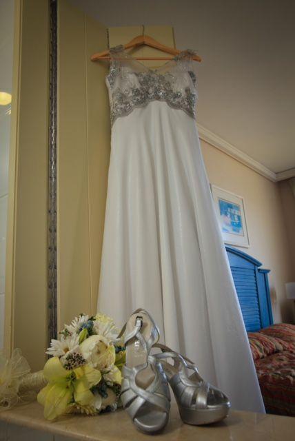 Vestido Novias Gasas y Brillos en tonos plata. Vestido con luz propia