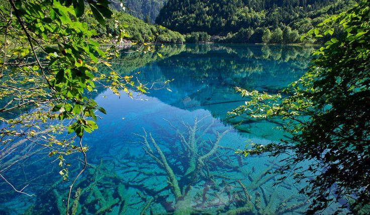Valle de Jiuzhaigou, provincia de Sichuan, China. Es un parque nacional y reserva natural, y designado Patrimonio de la Humanidad por la UNESCO.