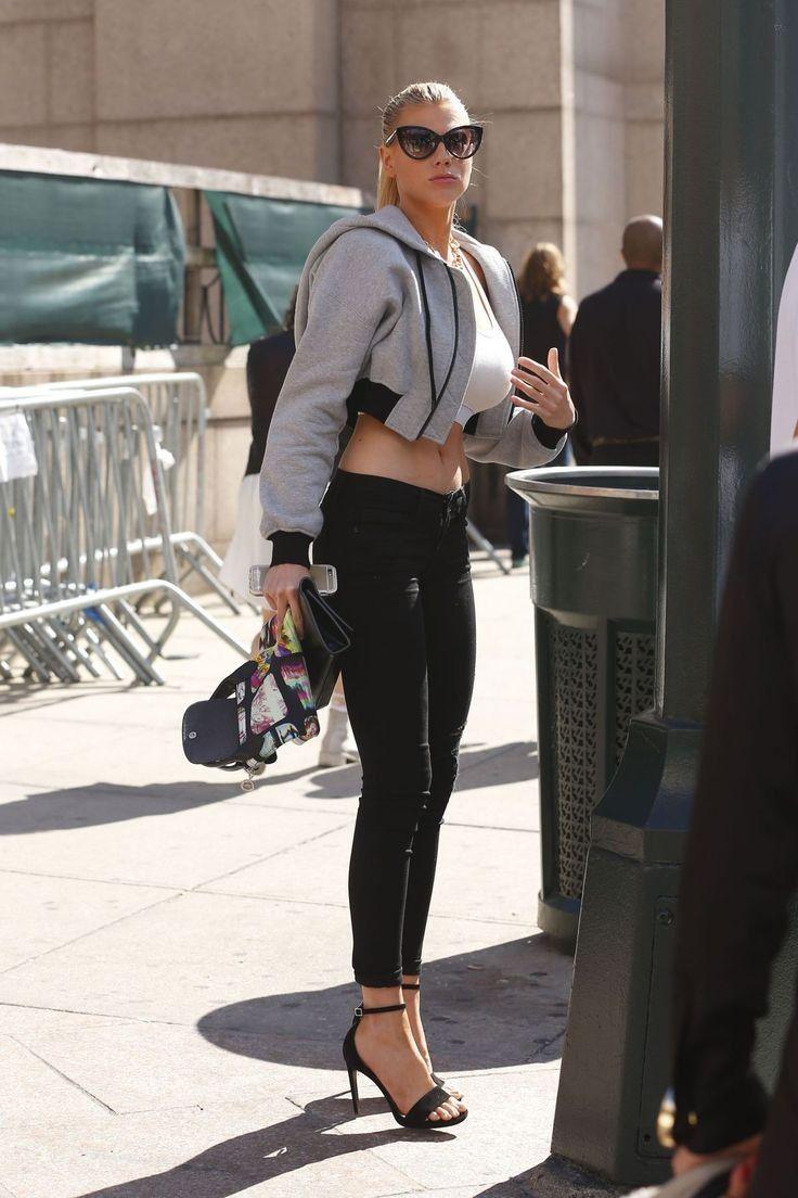 Charlotte McKinney..... - Celebrity Fashion Trends