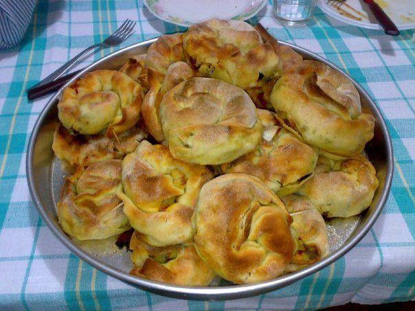 La 'mbriulata o imbriulata è un primo piatto unico davvero buono ed interessante. Per prepararlo si ricorre ad un impasto di pasta di pane salat