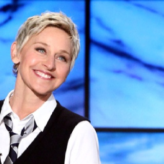 The woman that makes my day!Buckets Lists, Funny Pics, Funny Stories, Funny Quotes, Funny Photos, Funny Commercials, Ellen Show, Ellen Degeneres, Ellen Degenerative
