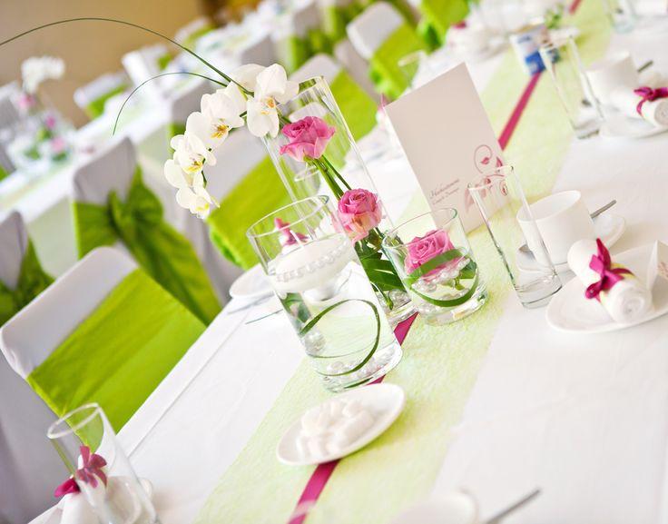 Grün-pinke Tischdeko Mehr