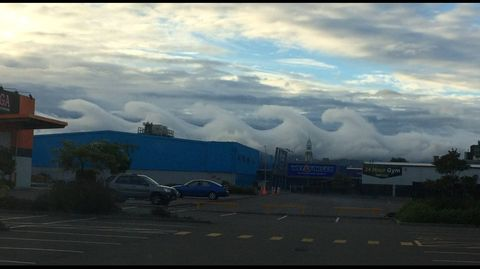 Incredible 'breaking wave' clouds amaze as they form across the Palmerston North sky