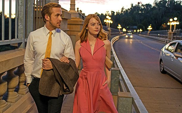 Knees went weak around the internet on Tuesday morning thanks to the new teaser trailer for La La Land, as Emma Stone sang her way through the captivating new look at her new film with Ryan Go…