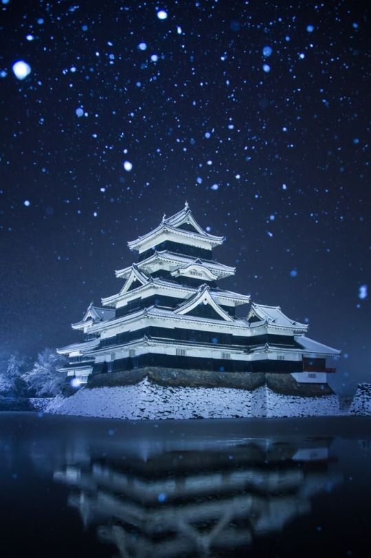 Matsumoto Castle, Japan 幻想の烏城. Photography by t.t.chopper on photohito