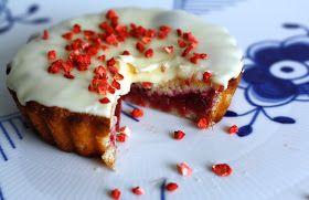 Mad med hjertet: Små rabarbertærter med mandelmel & luksusglasur med hvid chokolade