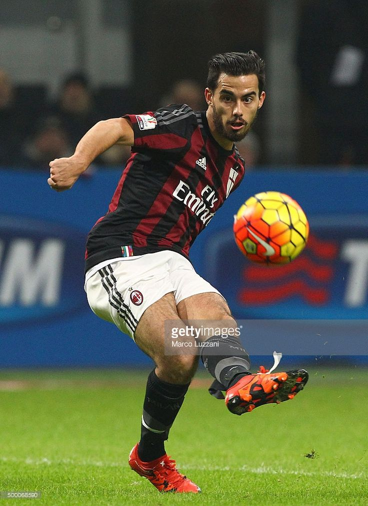 Jesus Joaquin Fernandez Saenz Suso of AC Milan in action during the TIM Cup match between AC Milan and FC Crotone at Stadio Giuseppe Meazza on December 1, 2015 in Milan, Italy.