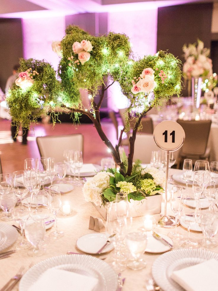 Whimsical, fairy tale inspired wedding centerpieces (Apollo Fotografie)
