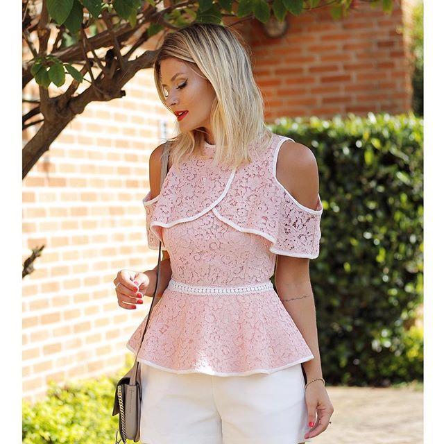 """1,045 Likes, 59 Comments - ♥ ᴰᴼᴺᴺᴬ ᴿᴵᵀᶻ ® (@donnaritzoficial) on Instagram: """"{Linha Festa} @arianecanovas com o nosso vestido de renda romântico, lindo! 💞 @cocktaildress #renda…"""""""
