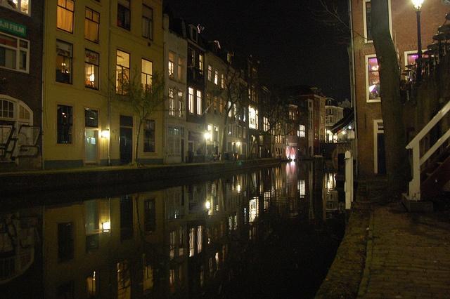 Utrecht canal by night by Dijkie!, via Flickr