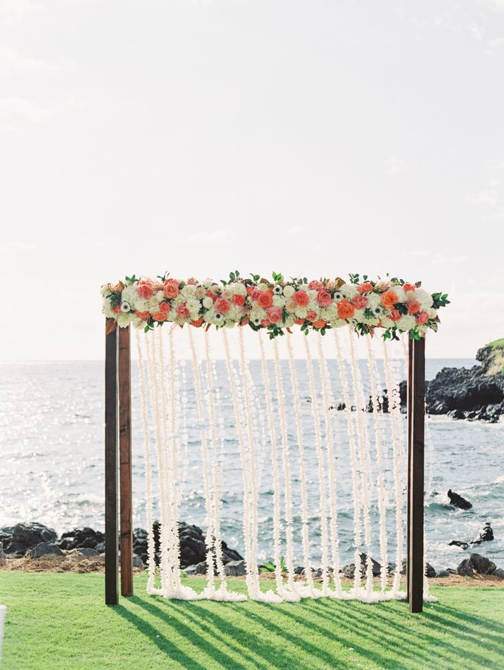 Photography : The Happy Bloom Read More on SMP: http://www.stylemepretty.com/2016/10/21/destinaion-hawaii-big-island-wedding/