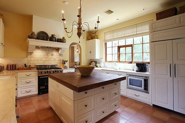 best 25 french farmhouse kitchens ideas on pinterest french farmhouse kitchen dining tables. Black Bedroom Furniture Sets. Home Design Ideas
