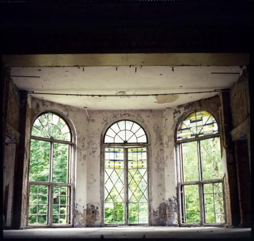 i could dance here, all by myself and the light.Doors, Bays Windows, Abandoned Spaces, Big Windows, Beautiful Fall, Bay Windows, Beautiful Abandoned, Abandoned Architecture, Beautiful Decay