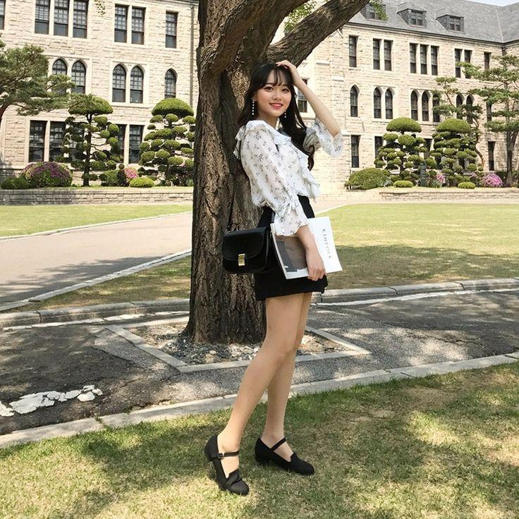リネンラップキュロットスカート ベーシックなデザインのラップスタイルのキュロットスカートです。 今の季節に欠かせない軽いリネン素材を使用しました。 一見スカートのように見えますが、パンツなので、ミニ丈を思いっきり楽しめます。 くすんだ感じの落ち着いたカラーで、どんなトップスとも相性バッチリです☆ #dejou #koreafashion #ootd #daliy #style #shopping #cute  #selfie #nihon #日本  #ファッション #コーデ #韓国ファッション #今日のコーデ