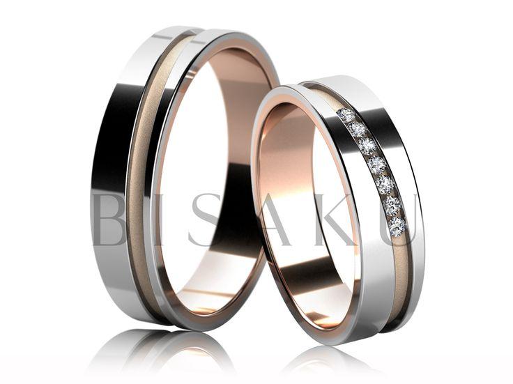 4670 Snubní prsteny v kombinaci bílého a červeného zlata, v lesklém provedení, jejichž prostřední část je zdobena matnou diagonálně vedenou drážkou (pískování), která je profilově snížena a oba prsteny zdobí po celém obvodu. Dámský prsten je zdoben kameny. #bisaku #wedding #rings #engagement #svatba #snubni  #prsteny