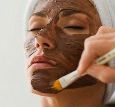 Máscara caseira de argila e chocolate clareia, elimina rugas e rejuvenesce rosto | Cura pela Natureza.com.br