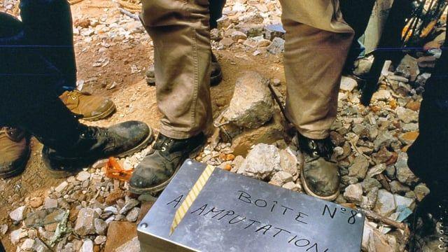 Exactamente hace 31 años, MSF realizó su primera intervención en México. En este video, el director de MSF México, Gerald Massis, y la enfermera de MSF, Sylvie Pouit, recuerdan su participación junto a los equipos de la organización que formaron parte de la respuesta ante los terremotos en la Ciudad de México en 1985. Actualmente, MSF sigue trabajando en el país con diversos proyectos que pueden conocer en esta página: www.msf.mx/msf-en-mexico #MacroSimulacro2016
