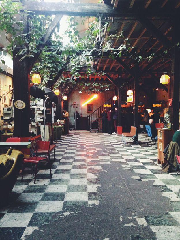 Le Comptoir Général > pour prendre un verre dans une ambiance jeune & décontractée @ 80 Quai de Jemmapes, Paris 10ème