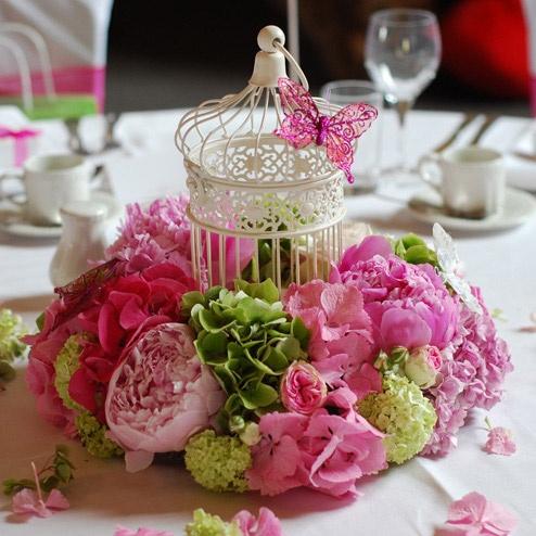 Centros de mesa con flores y jaula