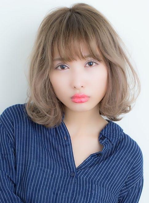 外国人風ミルクティーカラーふわミディ(髪型ボブ)