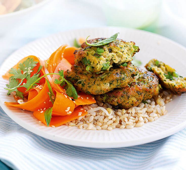 Thai prawn cakes with pickled carrot salad - Healthy Food Guide