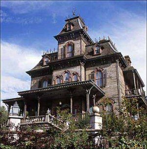 photos of old movie houses | Cupcakes and Corsets: The perfect creepy old house