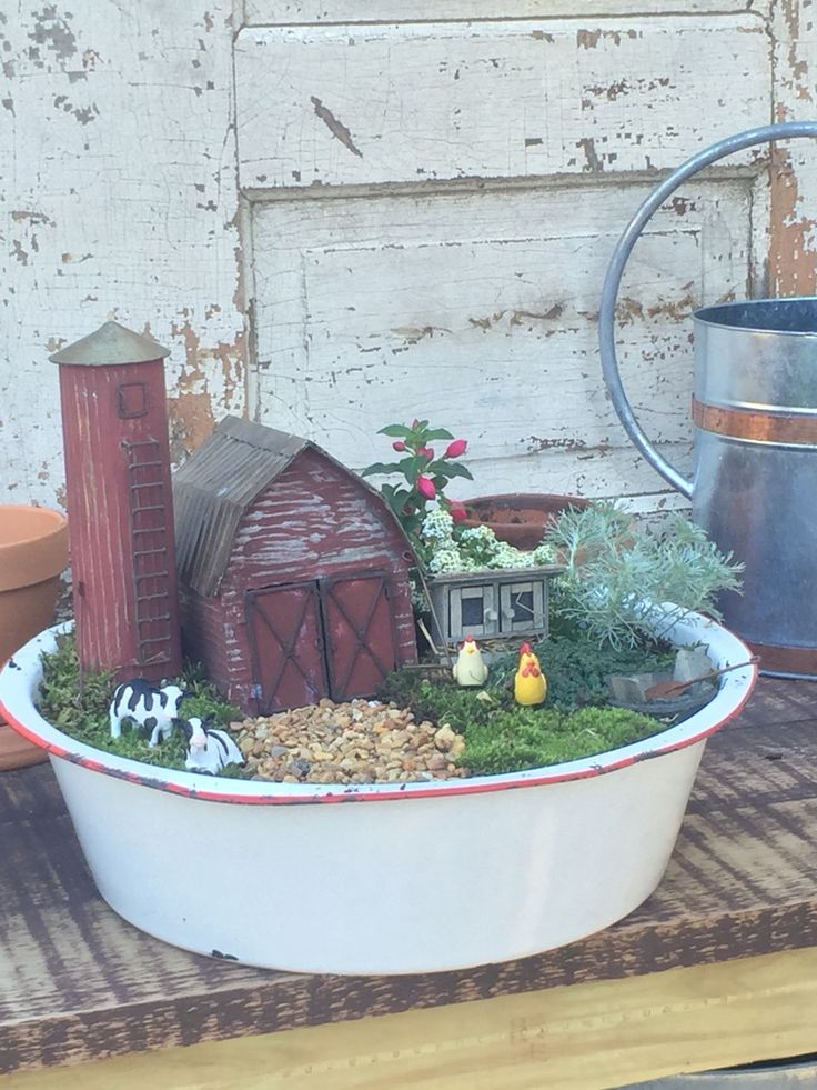 MiNiaTuRe FaRM GaRDeN w/ BaRN. This would be fun to make with the girls!