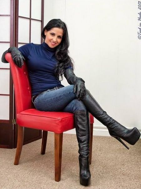 Elegant  Boots Paired With The Leather Gloves Are More Knee High Leather Boots
